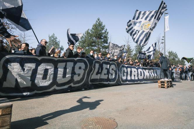 Des supporteurs des Girondins de Bordeaux demandent la démission de la direction du club, le samedi 27 février, à Bordeaux.