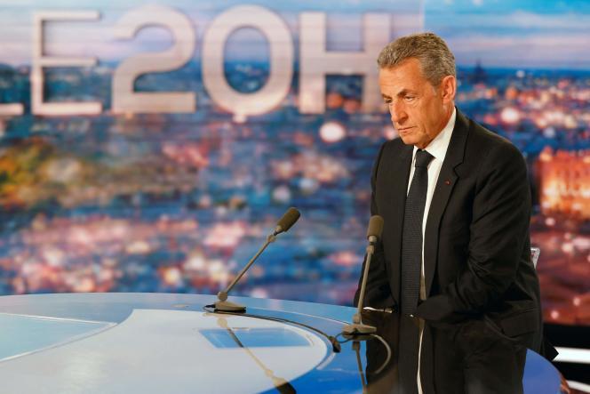 L'ex-président Nicolas Sarkozy, sur le plateau du journal de 20 heures de TF1,à Boulogne Billancourt (Hauts-de-Seine),le 3 mars.