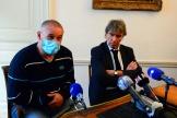 Christophe Ellul, avec son avocat, le 10novembre 2020, àBordeaux.