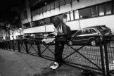 Inès, une jeune Italo-marocaine de 13 ans en fugue, dans le 18ème arrondissement de Paris, en décembre 2020.