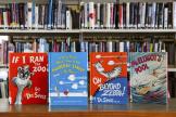 Quatre des livres du Dr. Seuss qui ne seront plus publiés en raison d'images racistes, ici dans une bibliothèque de Pennsylvanie, le 2 mars.