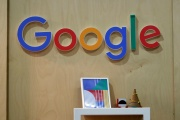 Le logo Google exposé lors du salon des jeunes entrepreneurs, à Paris, en 2018.