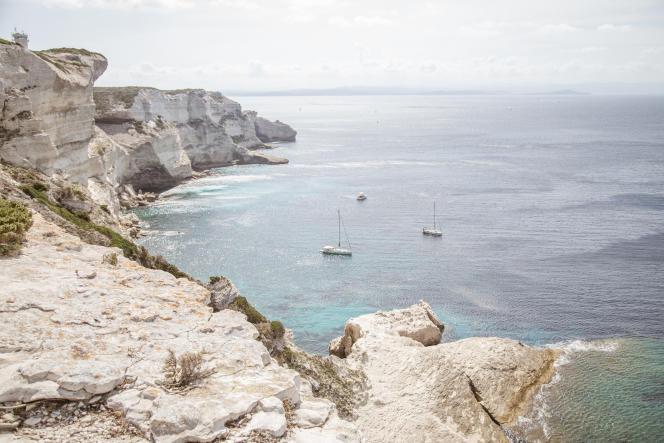 Falaise de calcaire à proximite de Bonifacio en Corse du Sud.