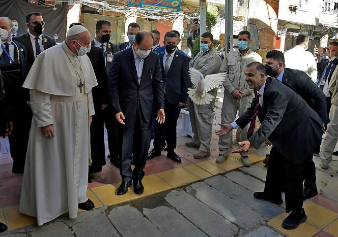 Le pape François accueilli à Nadjaf ( Irak), le 6 mars 2021.