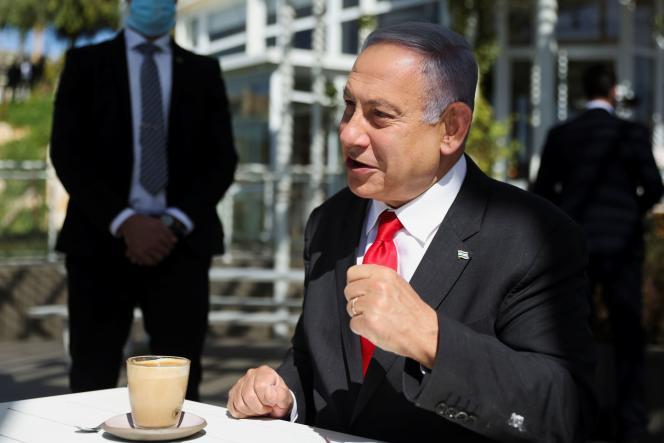 Le premier ministre israélien, Benyamin Nétanyahou, dans un café de Jérusalem, le 7mars.