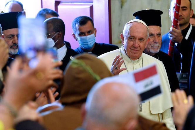 El Papa Francisco al llegar a la Iglesia de la Inmaculada Concepción en Karakoch (Irak) el 7 de marzo de 2021.