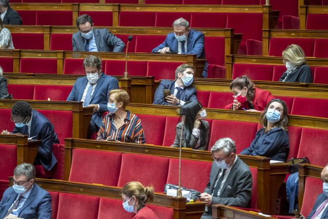 Des députés du groupe LRM à l'Assemblée nationale à Paris, mardi 2 mars 2021.