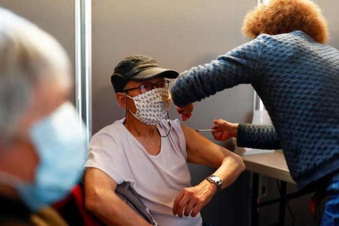Vaccination contre le Covid-19 à la mairie du 3e arrondissement de Paris, le 7 mars 2021.