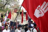 Des manifestants prodémocratie à Mandalay, lundi 8 mars 2021.
