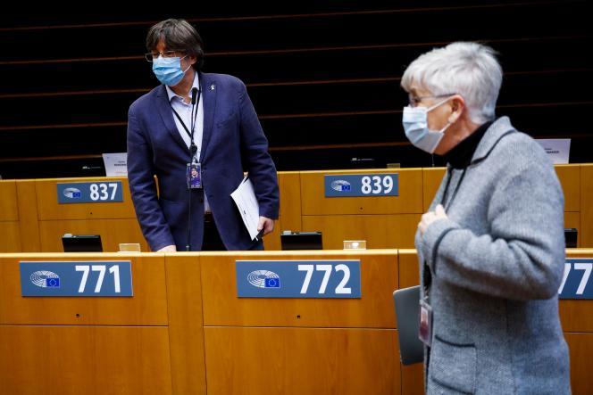 Carles Puigdemont und Clara Ponsatti am 8. März im Europäischen Parlament.