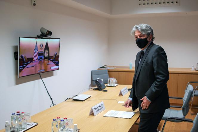 Le commissaire européen chargé du marché intérieur, Thierry Breton, en réunion avec le coordinateur américain de la réponse Covid-19, le 8 mars 2021.