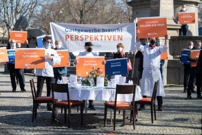 02 March 2021, Baden-Wuerttemberg, Stuttgart: Restaurateurs and hoteliers from Baden-Württemberg take part in a demonstration on Karlsplatz for an opening perspective before the next federal-state round on Corona restrictions. Photo: Marijan Murat/dpa (Photo by MARIJAN MURAT / DPA / dpa Picture-Alliance via AFP)