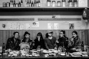 Les six membres ducollectif de jeunes artistes japonaisChim-Pom, en 2019.