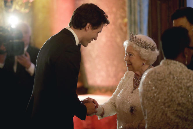 Königin Elizabeth II. Und der kanadische Premierminister Justin Trudeau am 19. April 2018 während eines Staatsdinners für den Commonwealth-Gipfel im Buckingham Palace.