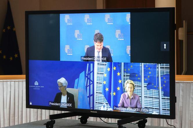 Visioconférence entre le président de l'Eurogroupe Paschal Donohoe (en haut), la présidente de la BCE Christine Lagarde (en bas à gauche) et la présidente de la Commission européene Ursulavon der Leyen (en bas à droite), à Bruxelles, le 11 mars 2021.