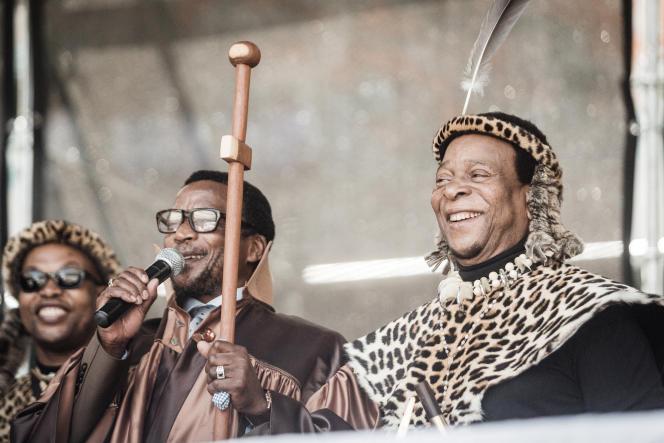 Zulu King Goodwill Zwelithini (rechts) in Durban, 7. Oktober 2018.