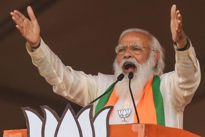 Le premier ministre indien, Narendra Modi, s'adresse à une foule de supporters duparti Bharatiya Janata (BJP) en amont des élections législatives, à Kolkata, le 7 mars 2021.