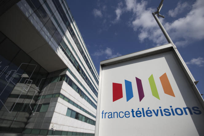 Devant le siège de France Télévisions, à Paris, en 2016.