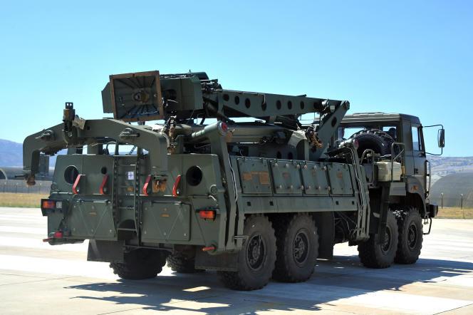 Pièces du système russe de défense antiaérienne S-400 sur la base turque de Murted, au nord-ouest d'Ankara, le 27 août 2019.