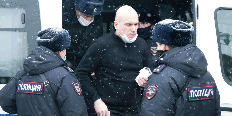 Russie : près de deux cents personnes arrêtées lors d'un forum réunissant des figures politiques d'opposition - Le Monde