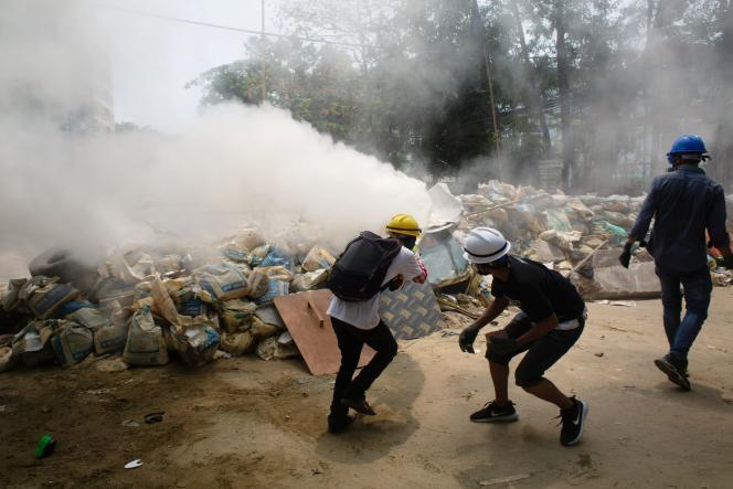 Demonstranten in Rangun, Sonntag, 14. März 2021.