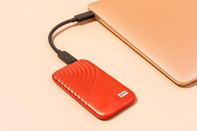 Le SSD My Passport est doté d'un câble relativement court.