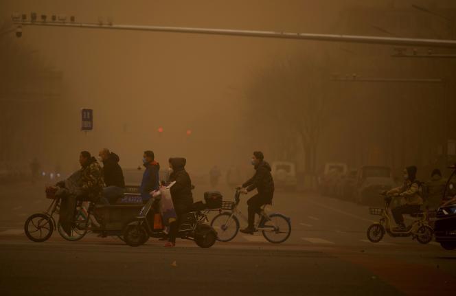En Beijing, 15 de marzo de 2021. La capital china es golpeada por una tormenta de arena que ha empeorado enormemente el nivel de contaminación.