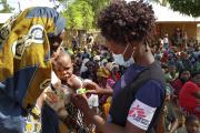 Des membres de Médecins sans frontières prennent en charge des habitants de la province de Cabo Delgado, au Mozambique,le 19 février.