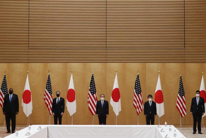 Dari kiri ke kanan, Menteri Pertahanan AS Lloyd Austin, Menteri Luar Negeri AS Antony Blinken, Perdana Menteri Jepang Yoshihide Suga, Menteri Luar Negeri Jepang Toshimitsu Motegi, dan Menteri Pertahanan Jepang Nobuo Kishi, di Tokyo, Selasa 16 Maret.