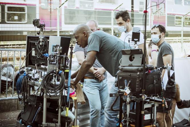 Jean-Pascal Zadi lors du tournage de la série