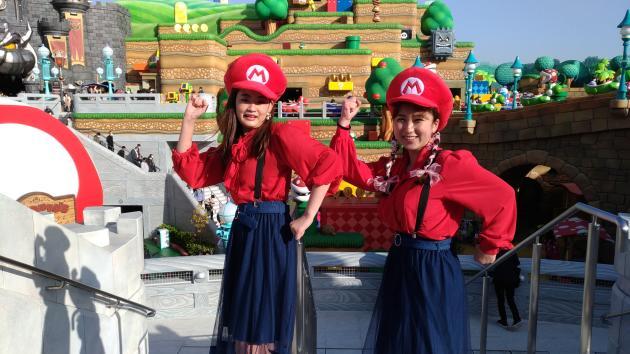 Amane et Reina à la découverte de Super Nintendo World, le jour de l'ouverture, le 18 mars 2021.