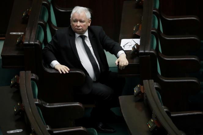 Jarosław Kaczyński, Prezydent Autonomii Palestyńskiej (PiS) podczas posiedzenia parlamentu w Warszawie 6 kwietnia 2020 r.