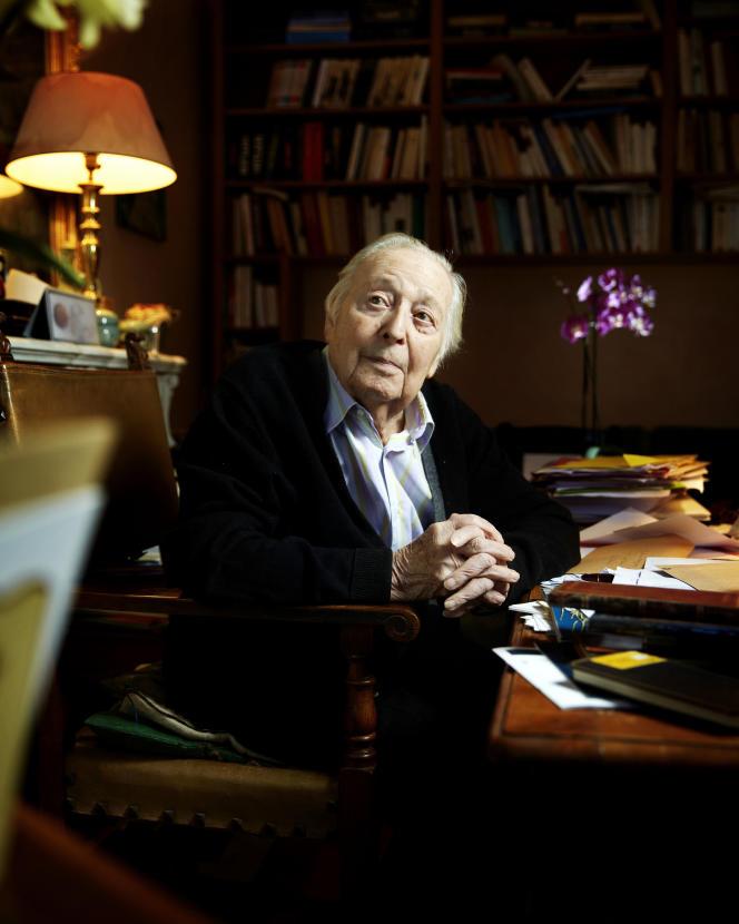 Marc Ferro, photographié dans son bureau à Paris le 10 janvier 2016.
