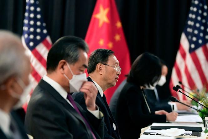 La délégation chinoise menée par Yang Jiechi, membre du bureau politique du Parti communiste chinois, le 18 mars à Anchorage (Alaska).