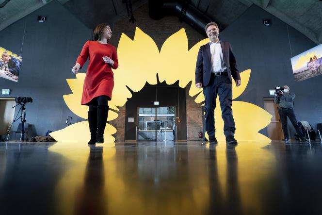 Les coprésidents des Verts, Annalena Baerbock etRobert Habeck, présentant le programme pour les législatives à Berlin, le 19 mars.