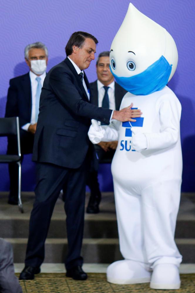La dernière rencontre entre Jair Bolsonaro et « Joe la gouttelette » a eu lieu dans un climat tendu, le 16 décembre 2020, lors de l'annonce tardive par le président brésilien d'un plan d'immunisationcontre le Covid-19.