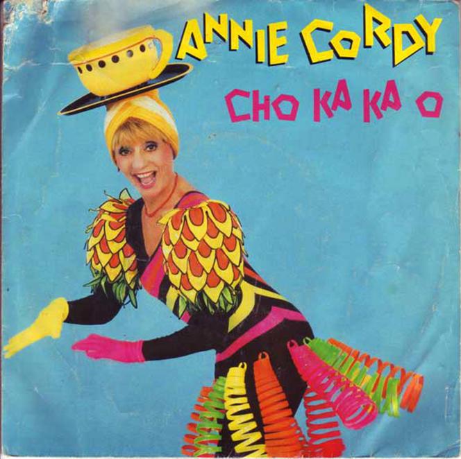 La chanson incriminée, qui date de 1985, comporte un « cliché, racisme insidieux à pointer et à déconstruire », selon le Collectif Mémoire coloniale.
