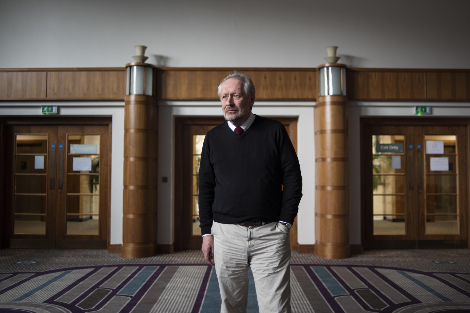 Peter Soulsby, maire de Leicester, pose pour un portrait dans sa mairie, le 19 mars.