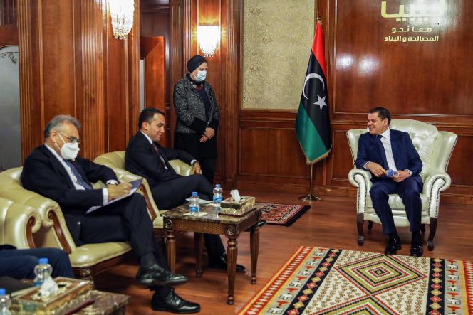 Il 21 marzo 2021 il 21 marzo 2021 il ministro degli Esteri italiano Luigi Di Maio (al centro) incontra il nuovo primo ministro libico Abdul Hamid Dbeibah (a destra) nella capitale Tripoli.