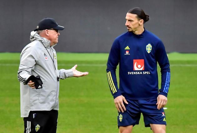 De gauche à droite, l'entraîneur «Janne» Andersson et l'attaquant Zlatan Ibrahimovic, le 23 mars.