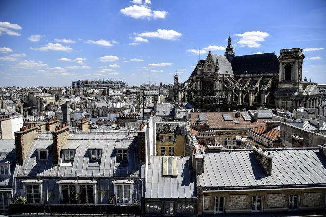 Les toits de Paris, en juillet 2020.