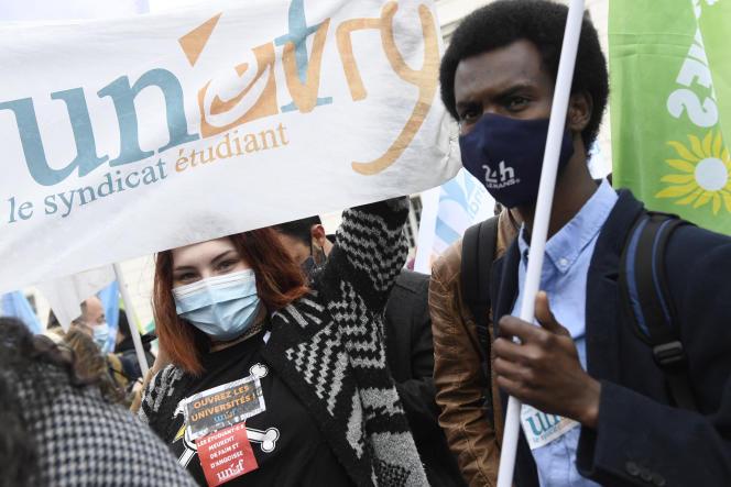Manifestation d'étudiants contre la précarité de leur situation en temps de Covid-19, le 16 mars 2021.