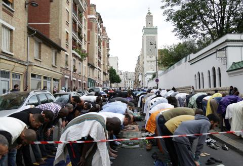 Muslims offer Eid al-Fitr prayers outside the Grande Mosquee de Paris (Great Mosque of Paris) in Paris on June 25, 2017. - Eid al-Fitr festival marks the end of the holy Muslim fasting month of Ramadan during which devotees are required to abstain from food, drink and sex from dawn to dusk. (Photo by Zakaria ABDELKAFI / AFP)