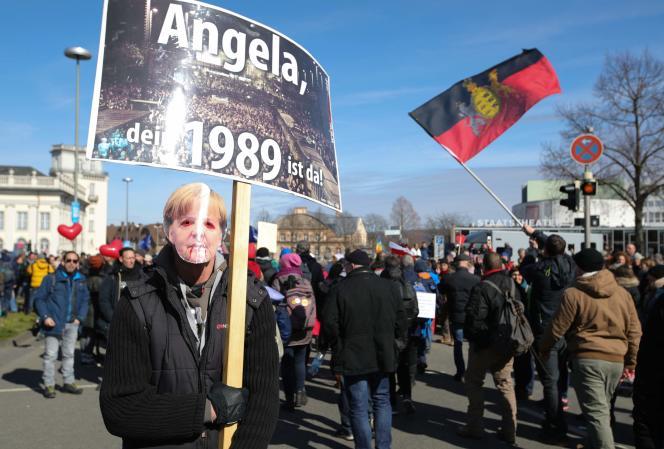 Manifestation d'opposants aux restrictions sanitaires à Cassel (Hesse), le 20 mars.