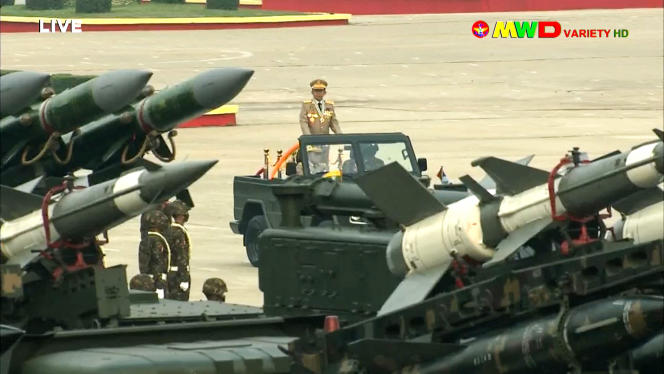 L'armée birmane organise chaque année un gigantesque défilé militaire dans la capitale, Naypyidaw.