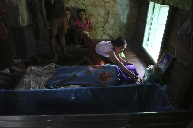 Conciencia final sobre el cuerpo de Qaeda Hong Aung, de 17 años, que fue asesinado por el ejército en Rangún el 27 de marzo.