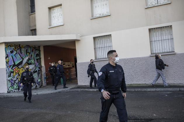 Opération de police dans le quartier Les Rosiers, à Marseille (Bouches-du-Rhône), le 24 mars.