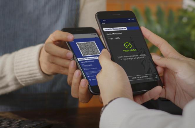 L'application «Excelsior Pass» qui proposeun passe numérique est testée au bureau de presse du gouverneur de New York, le 27 mars.