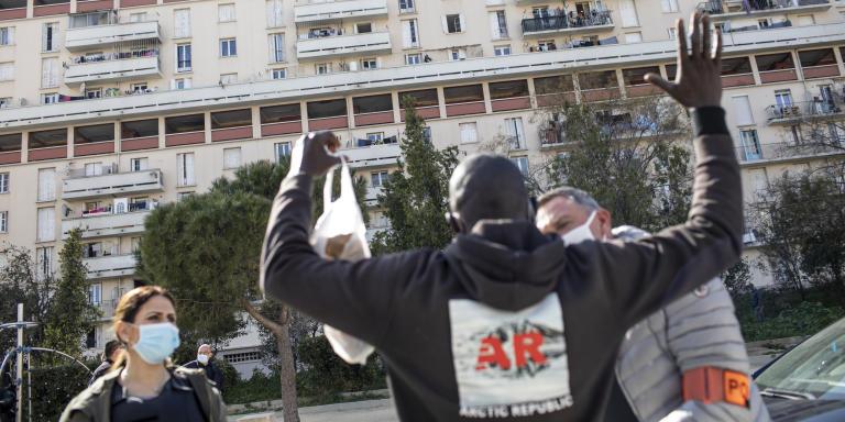 Contrôle d'identité pendant l'Opération Les Rosiers avec la division Nord de Marseille, sous le commandement du comissaire LINGUET, Marseille, le 24 mars 2021