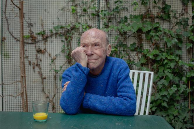 Eric Hazan, écrivain et éditeur, chez lui, à Paris, le 5 mars.